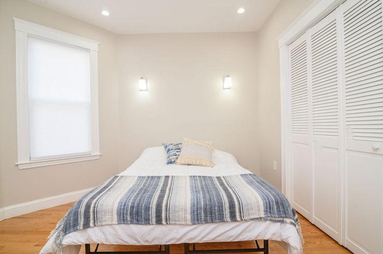 Bedroom d1zj44 photo thumbnail