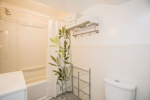 Picture 8 of 1 bedroom House in San Bruno