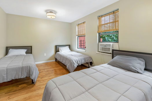 Picture 3 of 4 bedroom Townhouse in Brooklyn