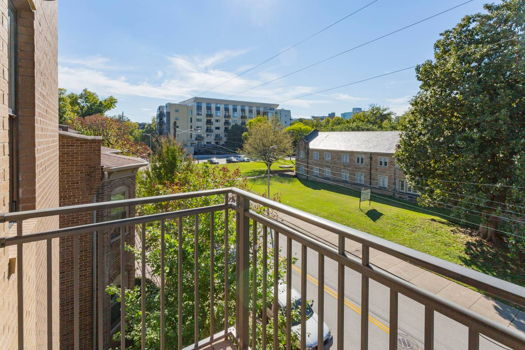 Picture 7 of 3 bedroom Apartment in Nashville