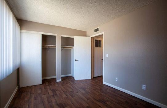Picture 2 of 3 bedroom Apartment in Tucson