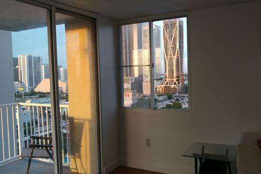 Picture 7 of 2 bedroom Condo in Miami
