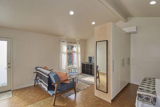 Picture 2 of 1 bedroom Guest house in Los Angeles