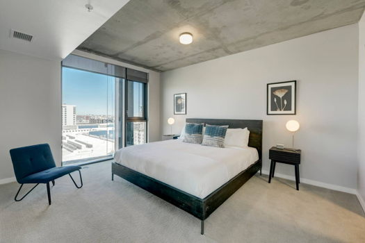 Picture 1 of 3 bedroom Apartment in Denver