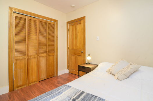Picture 2 of 4 bedroom Apartment in Boston