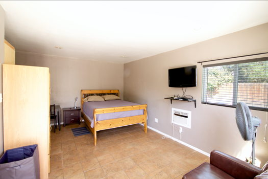 Picture 3 of 1 bedroom Guest house in Burbank