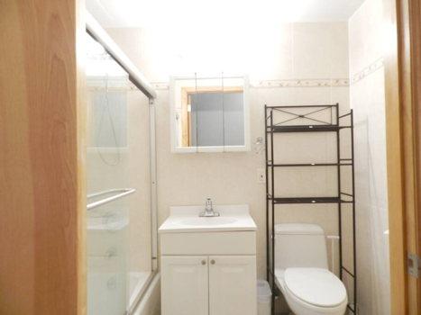 Picture 10 of 3 bedroom Condo in Queens