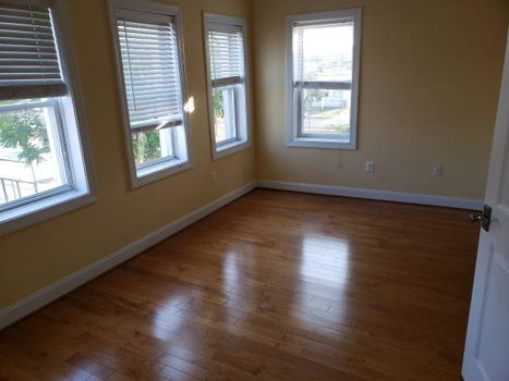 Picture 1 of 2 bedroom House in Washington