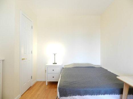 Picture 31 of 3 bedroom Condo in Queens