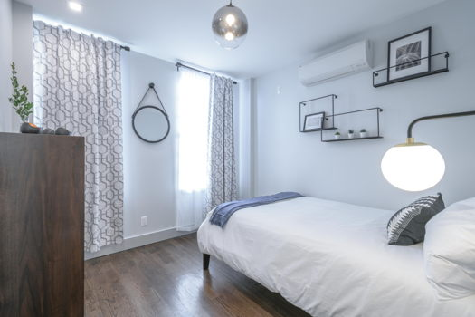 Picture 1 of 3 bedroom Apartment in Brooklyn
