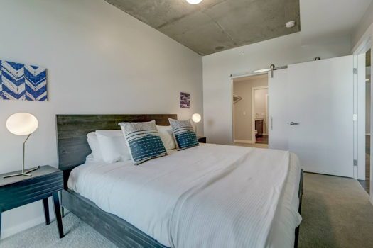 Picture 2 of 1 bedroom Apartment in Denver