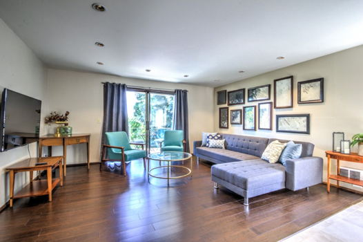 Picture 1 of 2 bedroom Condo in Seattle