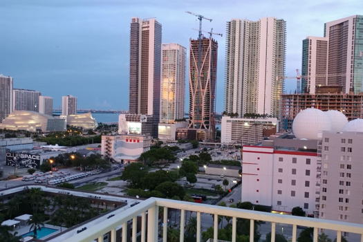 Picture 27 of 2 bedroom Condo in Miami