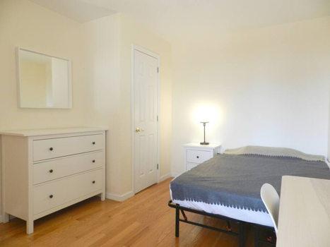 Picture 36 of 3 bedroom Condo in Queens