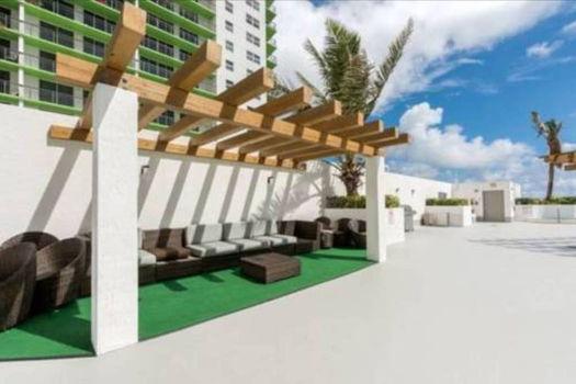 Picture 11 of 1 bedroom Condo in Miami