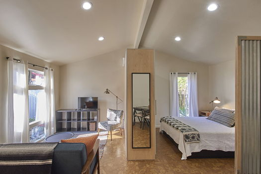 Picture 1 of 1 bedroom Guest house in Los Angeles