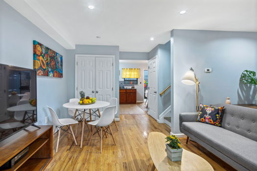 Picture 1 of 4 bedroom Townhouse in Brooklyn