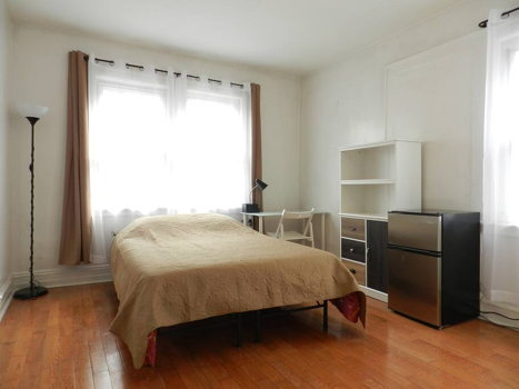 Picture 3 of 1 bedroom Apartment in Queens