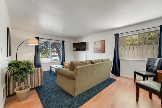 Picture 2 of 4 bedroom Apartment in Millbrae