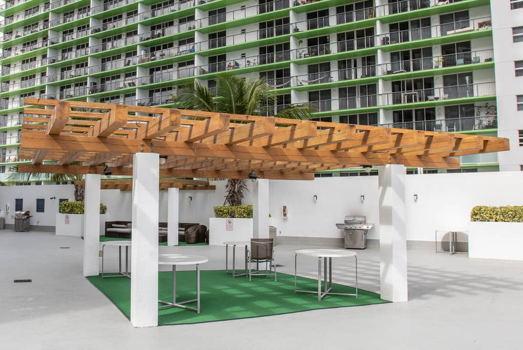 Picture 12 of 1 bedroom Condo in Miami