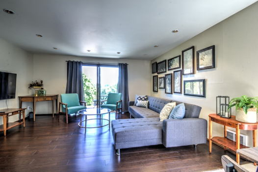 Picture 2 of 2 bedroom Condo in Seattle