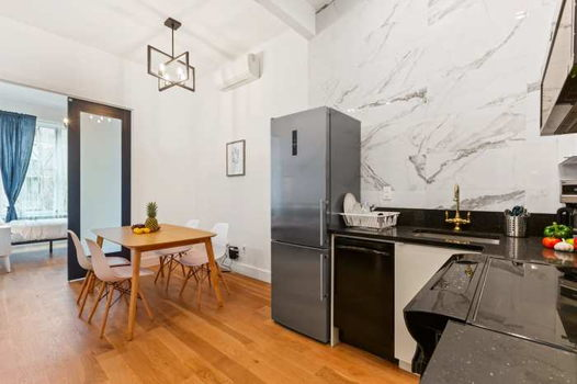 Picture 6 of 4 bedroom Apartment in Brooklyn