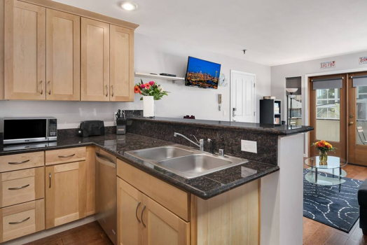 Picture 10 of 2 bedroom Condo in Seattle