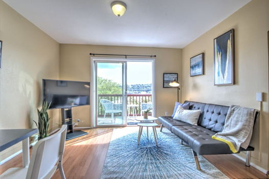 Picture 2 of 2 bedroom Apartment in Seattle