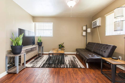Picture 2 of 1 bedroom House in Hollywood