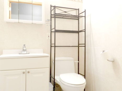 Picture 12 of 3 bedroom Condo in Queens