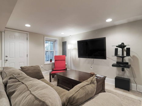 Picture 3 of 1 bedroom Townhouse in Washington