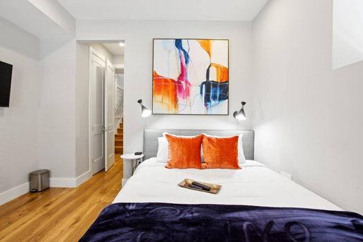 Picture 1 of 3 bedroom Condo in Washington