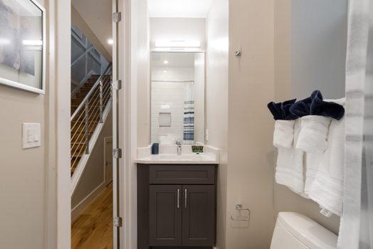 Picture 17 of 3 bedroom Condo in Washington