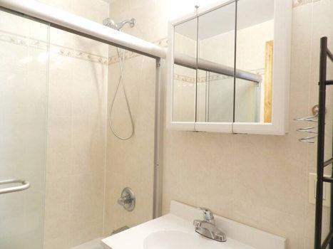 Picture 18 of 3 bedroom Condo in Queens