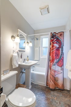 Picture 1 of 1 bedroom Apartment in Portland