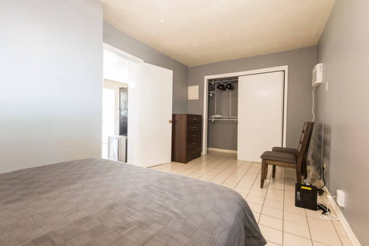 Picture 4 of 1 bedroom House in Hollywood