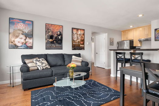 Picture 4 of 2 bedroom Condo in Seattle
