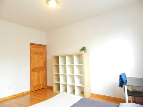 Picture 11 of 3 bedroom Apartment in Queens