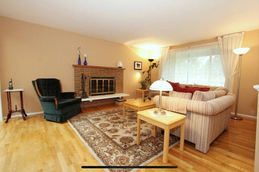Picture 2 of 1 bedroom House in Kirkland