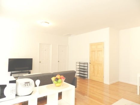 Picture 2 of 4 bedroom Apartment in Queens