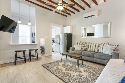 Picture 1 of 1 bedroom Apartment in New Orleans