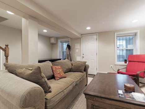 Picture 2 of 1 bedroom Townhouse in Washington