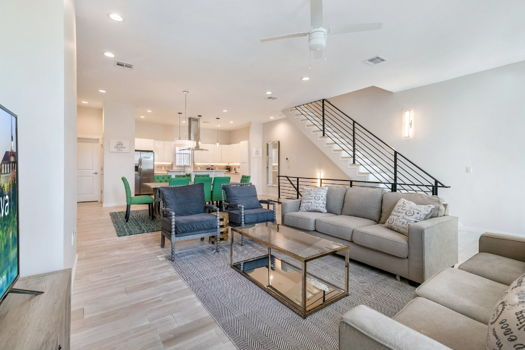 Picture 1 of 4 bedroom Townhouse in New Orleans