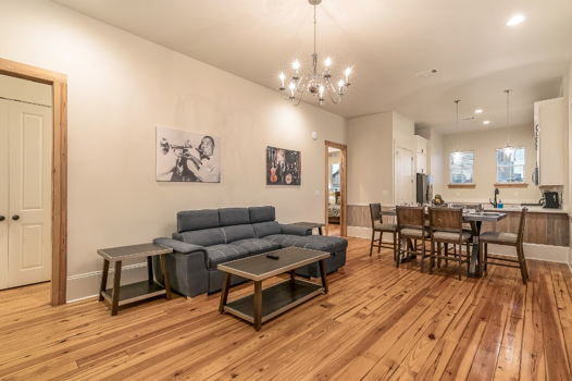 Picture 1 of 3 bedroom Condo in New Orleans