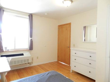 Picture 32 of 3 bedroom Condo in Queens