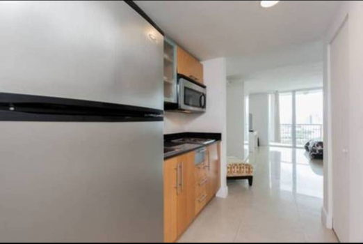 Picture 4 of 1 bedroom Condo in Miami