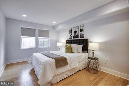 Picture 4 of 2 bedroom Condo in Washington