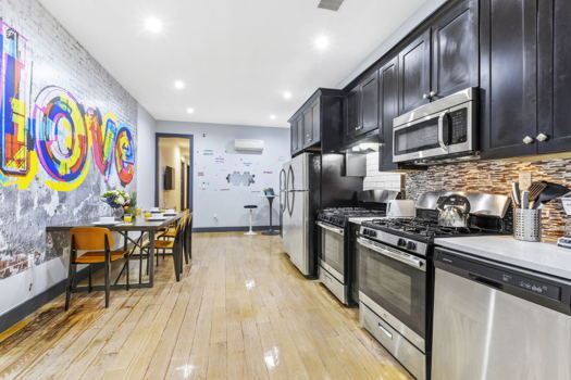 Picture 1 of 7 bedroom Apartment in Brooklyn
