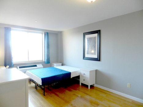 Picture 24 of 3 bedroom Condo in Queens