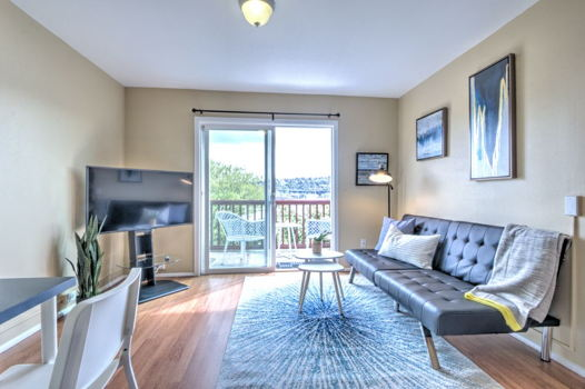 Picture 1 of 2 bedroom Apartment in Seattle